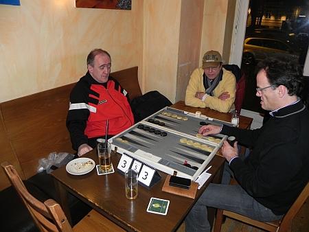 DMP im 2. Halbfinale der Second Chance - der amtierende Berliner Backgammonmeister Igor K (li) und Dankwart. Dieter kiebietzt