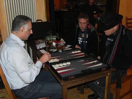 Nach dem Turnier eine gesellige Chouette: Hamid, Ralf, Bernhard Ludwig (von li)
