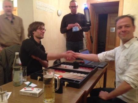 Handshake vor dem Finale: Jochen (li) gegen Steffen