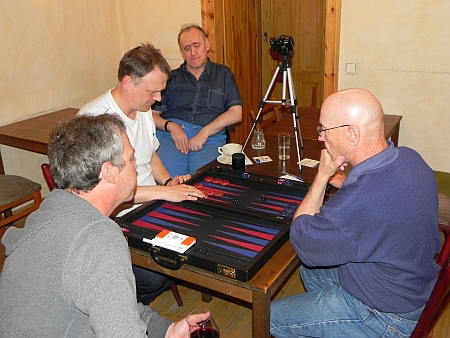 Spiel um den 3. Platz: Bernhard Kaiser (li), Göran Hasselquist, Kiebitze