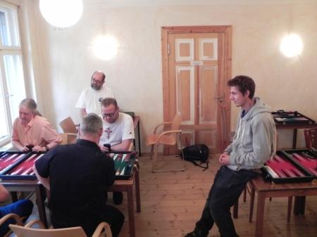 Matthias Strumpf (vorn) gegen Thorsten Miesel. Thibaud und Mirek schauen zu