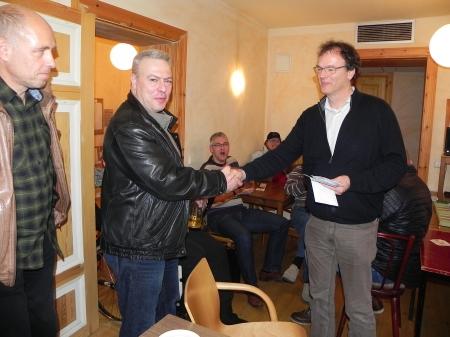 Alexander Khandin, Zweiter in der Second Chance, ringsherum ermattete Kämpen