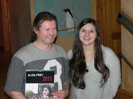 Werbung für das Schachspiel - Sven, Alisa, Schachkalender vor Pinguin