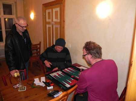 Michael Horchler (li) gegen Thorsten, Robert kiebitzt