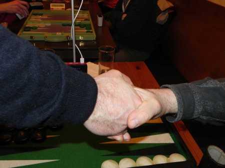Händedruck vor dem Finale - Dankwarts Hand (li), Igor Ks Hand