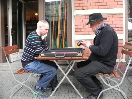 Freiluftdenksport: Bernhard Ludwig (re) und Paul