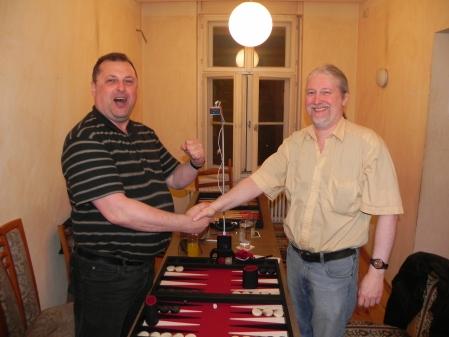 Vitali kampfeslustig, Thomas gelassen: Freundlicher Handshake vor dem Finale