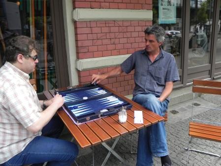 Stefan Blancke (re) gegen Igor B beim Freiluft-Denksport.