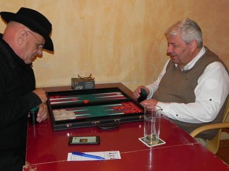 Bernhard Ludwig Winkelhaus (li) gegen James. Bernhard konnte sich mit dem Gewinn des zweiten Satelliten über das wenig erfolgreiche Turnier hinwegtrösten