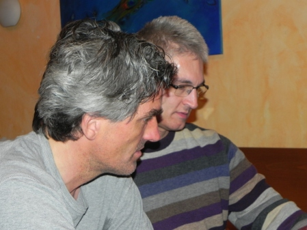 Konzentriert im Beratungsdoppel: Stefan Blancke (li) und Matthias Strumpf