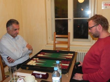 Im Viertelfinale der Second Chance: Hamid Akbari (li) gegen Thorsten Miesel