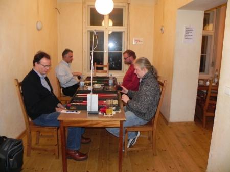 Halbfinale: Thomas Krüger (re) gegen Dankwart Plattner, dahinter Hamid Akbari (li) gegen Thorsten Miesel