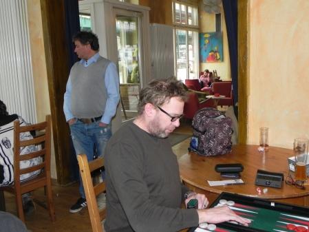 Thorsten Miesel, im Hintergrund kiebitzt Andreas Kohlschmidt