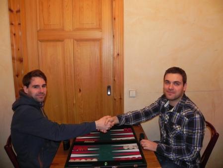 Vor dem Start des Matchs um den dritten Platz: Jakob und Faruk geben wünschen einander ein gutes Match