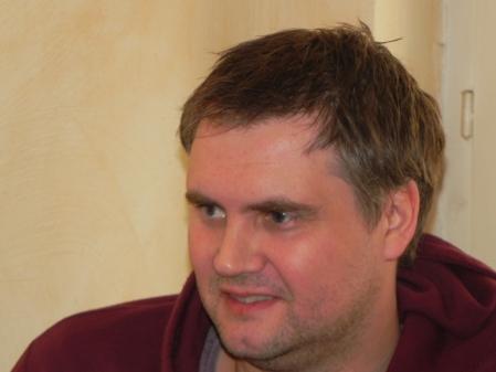 Andrè Larsen aus Tromsø. Vor drei Jahren hat er schon einmal das Berliner Turnier gewonnen. Vor zwei Wochen hat er das Beratungsdoppel der Nordic Open gewonnen