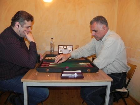 Igor B (li) gegen Hamid Akbari