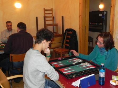 Asha Hanke gegen Yonas Brinkmann. Im Hintergrund Hamid Akbari und Igor B, der uns den Rücken zukehrt