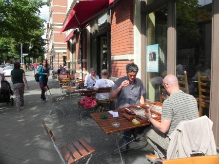 Backgammon unter Berliner Sonne