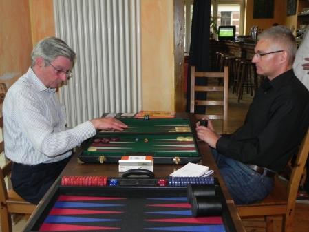 Im Viertelfinale: Kurt Zerwer (li) gegen Matthias Strumpf