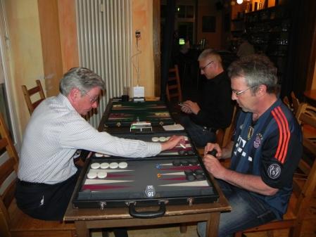 Die Lücke auf der  wurde ihm zum Verhängis: Kurt Zerwer (li) im Halbfinale gegen Ralf Sudbrak