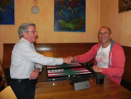 Gute Laune vor dem Spiel um den 3. Platz: Kurt Zerwer (li) gegen Jerzy Behnke