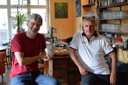 Turnierpause: Peter Schneider (li), Sokrates Bukalis
