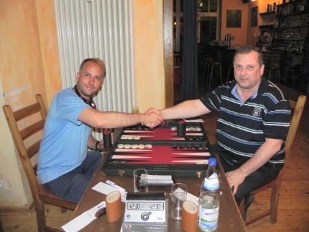 Vor dem Spiel um den 3. Platz: Tobias (li) gegen Vitali