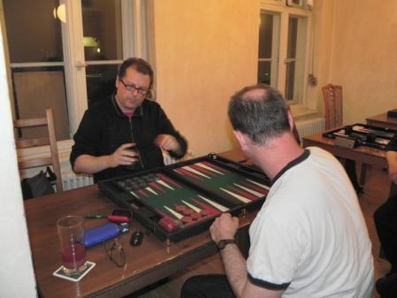 Speedgammon: Vitali Olchanski (li), der schneller zieht als sein Schatten, gegen Helmut Krausser