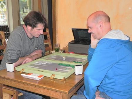 Matthäus Vigl (li) und Rolf Schüler. Im Hintergrund ist Rolfs neue Aufnahmetechnik zu bewundern