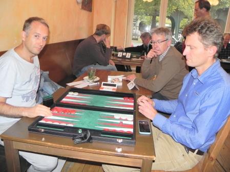 Tobas Hellwag (li) und Thomas Dettler, Matthias Laske schaut zu