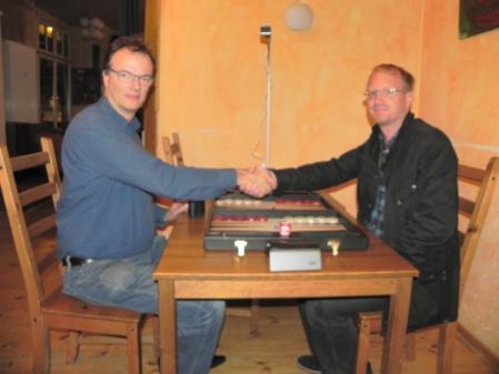 Sfumato: Dankwart (li) und Tim, Handshake vor dem Finale