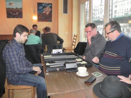 Faruk allein gegen Vitali (re) und Michael, im Hintergrund Carlo und Thorsten gegen Stefan und Igor K