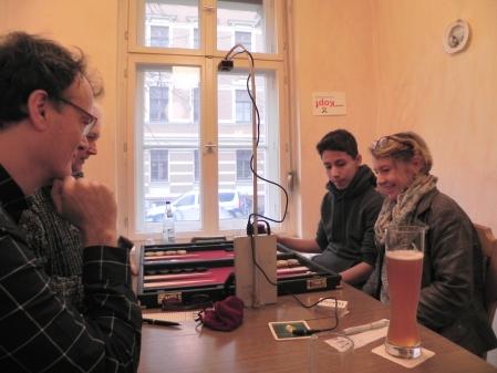 Yonas (li) und Sabine gegen Thomas (hinten) und Dankwart im Beratungsdoppel