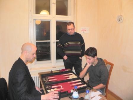 Spiel um den 3. Platz: Steffen (li) gegen Yonas, Vitali schaut zu