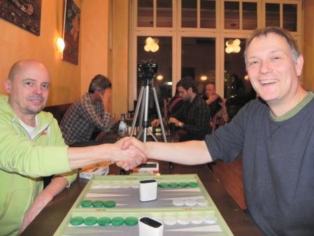 Finale der Second Chance: Rolf Schüler (li) und Bernhard Kaiser vor dem Match