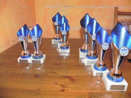 Pokale für alle: Diese obskuren Objekte der Begierde, aufgereiht und bereit zur Verleihung