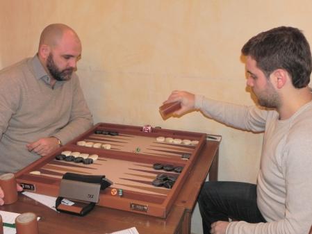 Tibor Taylor (li) und Faruk Kocaer im Finale des Speedgammonturniers