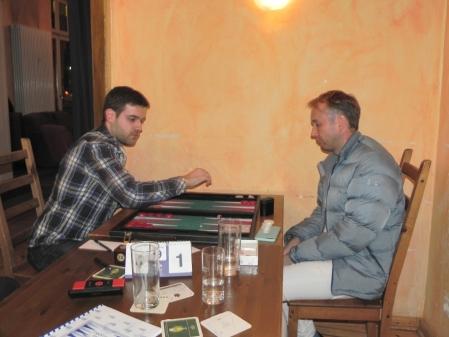 Im März-Finale: Faruk Kocaer dynamisch, Tobias Hellwag harrt der Dinge, die da kommen werden