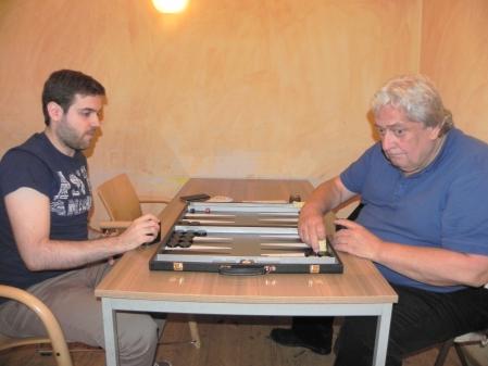 Der Sieger, der sich nicht traut: Faruk Kocaer (li) und Günter Schmidt, der spätere Sieger der Second Chance