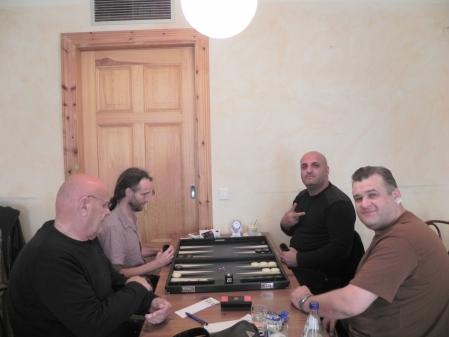 Spass im Beratungsdoppel: Fakir Aslan (re hi) zusammen mit Igor Bakunowizki und Bernhard Ludwig Winkelhaus (li vo) zusammen mit Marcel Molderings