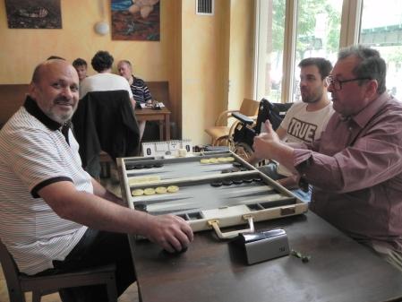 Allein gegen Zwei im Beratungsdoppel macht auch Spaß: Juri Alper und Faruk Kocaer (re hi) mit Vitali Olchanski