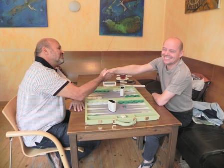 Wirklich viel Spass haben im Beratunsdoppel die Alleinspieler: Juri Alper (li) und Rolf Schüler