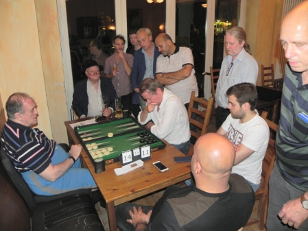 Alle wollen das Finale sehen: Igor K und Stephan Hartmann, Kiebitze