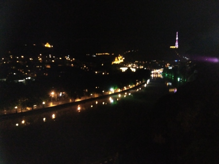 Nachtblick auf Tiflis