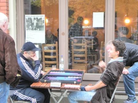 Gute Laune: Igor B (li) und Yonas