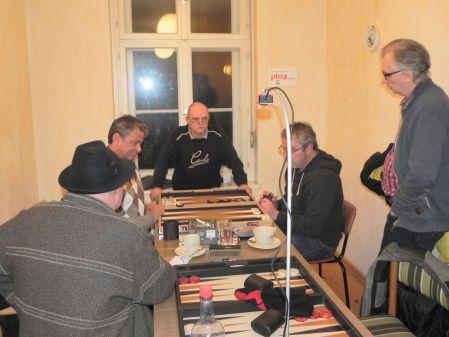 Andreas Kohlschmidt (li), Ralf Sudbrak. Wolfgang, Frank und Carlo kiebitzen