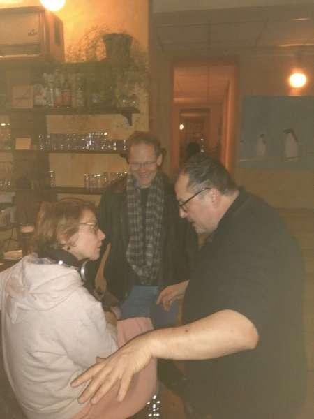 Vitali erklärt die Welt und das Backgammon, Sabine und Thomas lauschen