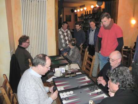 Backgammon ist spannend, spannend, spannend ohne Ende