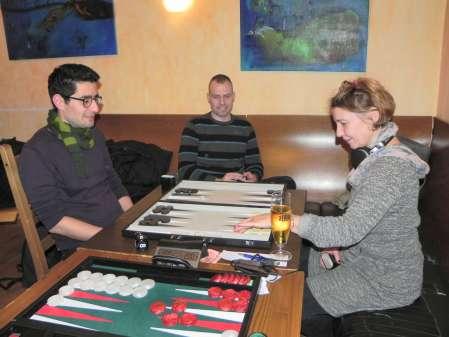 Für Spieler und Zuschauer: Backgammon ist spannend, spannend, spannend ohne Ende