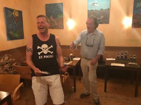 So herzhaft sieht man ihn selten lachen: Guido Weidner, Sieger der Second Chance des Jahresendturniers